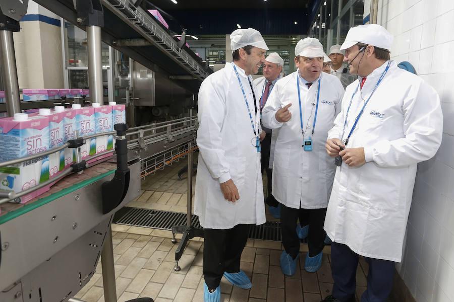 El ministro de Agricultura visita la planta de Lactiber