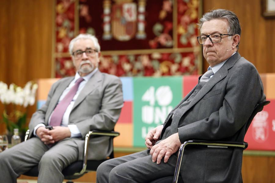 Ciclo de coloquios 'Cuarenta año de Constitución Española. Cuarenta años de Universidad de León'