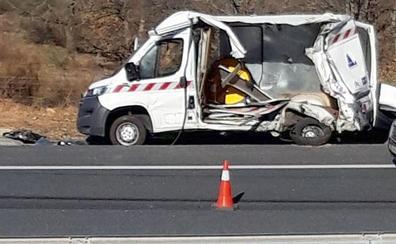Cuatro heridos tras impactar un camión con una furgoneta de señalización vial en Rioseco de Tapia