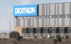 Decathlon se muestra en Villadangos y prepara su apertura con 150 empleos directos