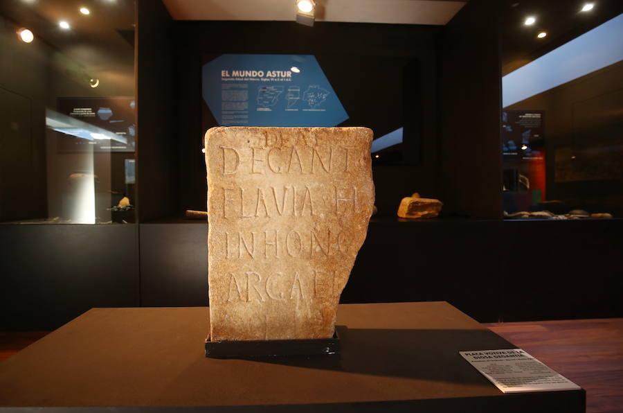 Altar romano dedicado a la diosa Degantina conservado en el Museo Arqueológico de Cacabelos