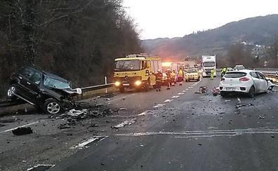 Un conductor kamikaze provoca una aparatosa colisión en la autopista del Huerna con dos fallecidos