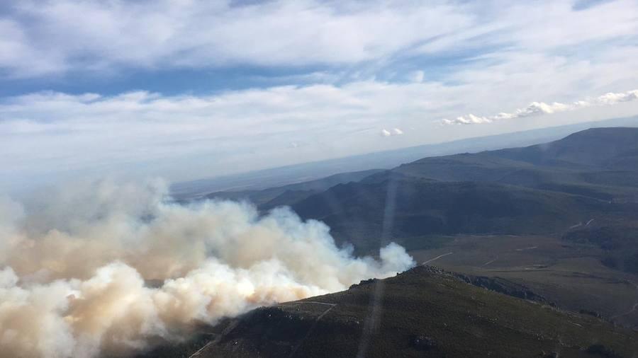 Imágenes aéreas del fuego en la Cabrera