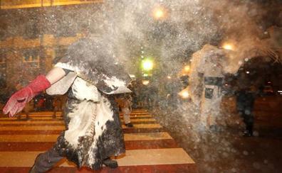 El Carnaval de León celebra su Desfile de Antruejos y se despide el miércoles con el Entierro de la Sardina