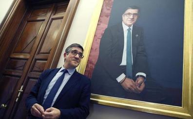 Patxi López recuerda con su retrato en el Congreso a las víctimas del terrorismo
