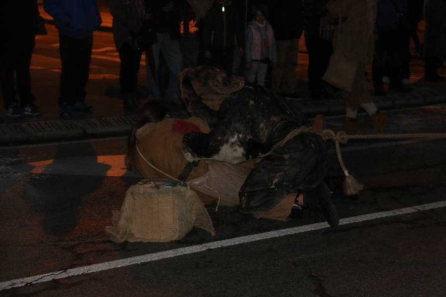 Ancestral desfile de antruejos en León
