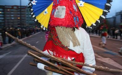 leonoticias.tv | Los antruejos resisten la lluvia y llevan el Carnaval ancestral a León