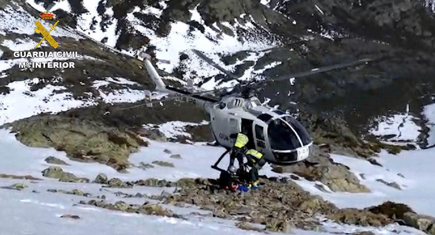 El Greim rescata a una esquiadora accidentada en el Pico Murcia de la provincia de Palencia