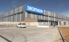 Decathlon 'adelanta' plazos y abrirá su centro logístico en Villadangos para todo el noroeste el 25 de marzo