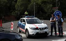 Detenido un hombre por intentar acuchillar a varios mossos en Barcelona