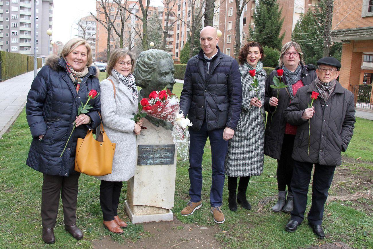 Homenaje del PSOE local a Clara Campoamor