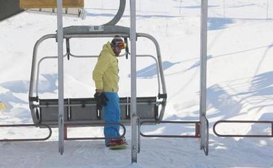 Las estaciones leonesas superaron los 8.000 esquiadores durante el fin de semana