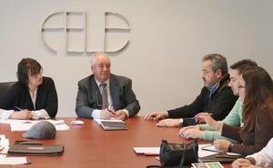 El nuevo convenio del comercio de alimentación en León recoge un incremento salarial del 5,5% que afecta a 4.500 trabajadores