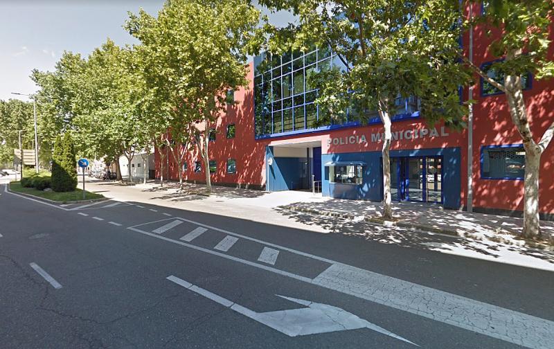 Multado por circular ebrio después de parar a preguntar por una calle en una comisaría de Valladolid