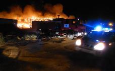 La Audiencia Provincial reabre la causa por el gran incendio de neumáticos de RMD en 2015