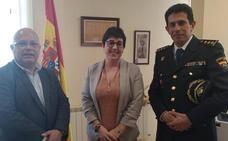 La alcaldesa de San Andrés recibe nuevo comisario jefe de la Policía Nacional en León