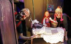 El teatro San Francisco acoge una versión actualiza de 'Caperucita Roja' y 'Pedro y el Lobo'