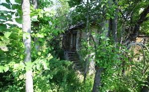 Carracedelo da un nuevo paso para rehabilitar el pueblo de Peón de Arriba con un campamento de naturaleza y aventura