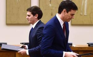 Rivera reta a Sánchez a un cara a cara y el líder del PP se indigna