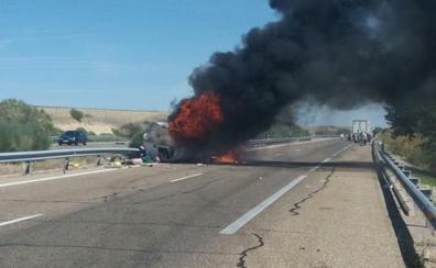 Un incendio de una furgoneta obliga a cortar un carril de la A-66 cerca de Topas