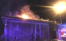 Un incendio en un contenedor de basura se propaga y arrasa una vivienda de Boñar