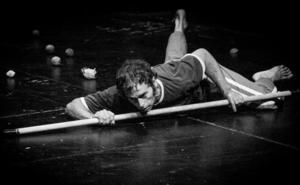 Ángel Zotes presenta 'A vueltas con el factor ocho' en torno a la exposición de Horwitz en el Musac