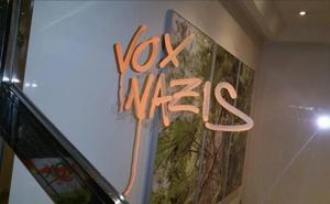 Aparecen pintadas de 'Vox Nazis' en la sede de León