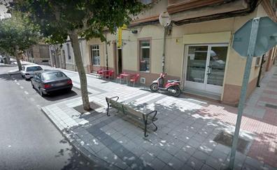 Un atracador herido de bala tras enfrentarse armado con una pistola a agentes de la Policía Local de León