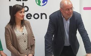 Igea bendice a Gemma Villaroel, que se postula como candidata de Cs al Ayuntamiento de León