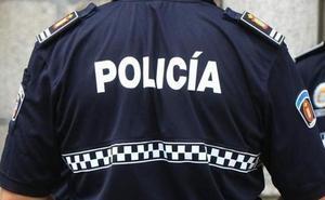 Un detenido en Ponferrada por tirar al suelo de una patada una moto de la Policía Municipal