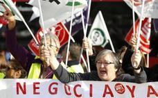 Fin del conflicto: Las trabajadoras de la limpieza del Hospital de León y Onet Iberia firman el convenio