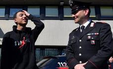 Piden la nacionalidad italiana para el niño extranjero que evitó la tragedia en el autocar incendiado