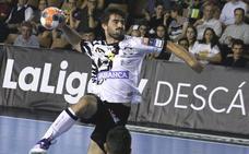 Sebastián Simonet jugará con el Ademar en Alcobendas con la muñeca vendada