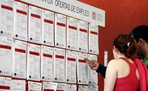 Casi tres de cada cuatro parados con formación universitaria en Castilla y León son mujeres