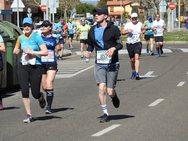Paso de la Media Maratón por Eras de Renueva (III)