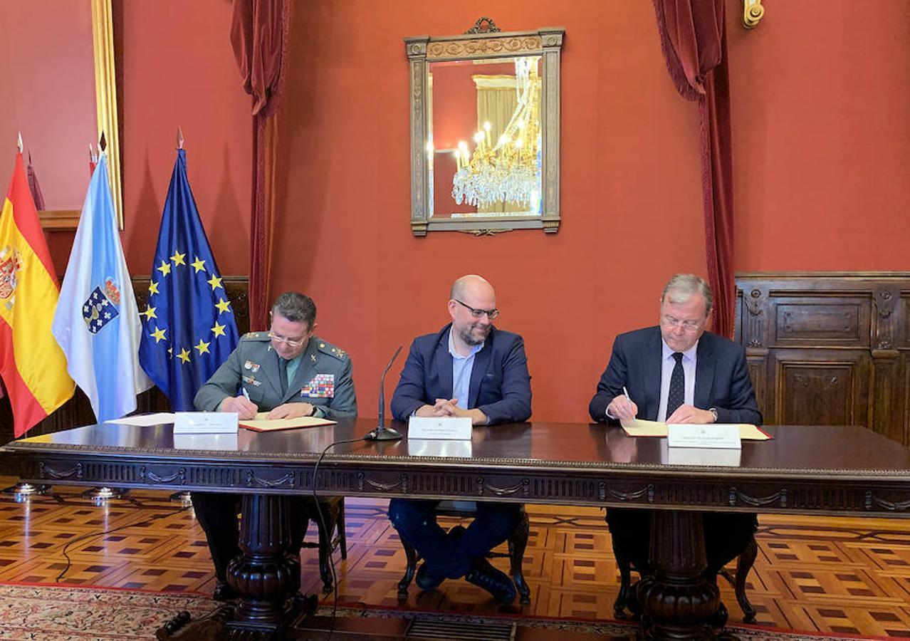 El alcalde de León firma el acuerdo entre la AMCS y la Guardia Civil