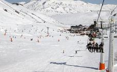 Un usuario con discapacidad denuncia «trato discriminatorio» en la estación de esquí de San Isidro