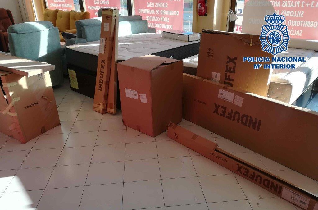 Cae una banda que estafó a empresas leonesas de muebles con el timo del 'nazareno'