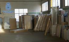 Desarticulada una banda que estafó a empresas leonesas de muebles con el timo del 'nazareno'