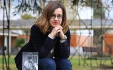 La leonesa Noemí Sabugal presenta su última novela en la Casa de Sierra Pambley de Villablino