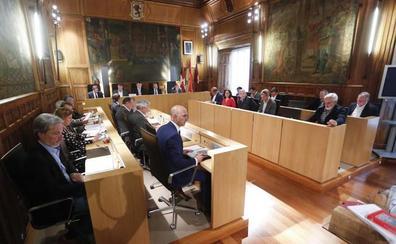 El rifirrafe del pleno de la Diputación: «No le voy a tolerar que me diga que me calle»