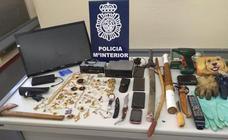 Dos detenidos como presuntos autores de varios robos con fuerza en bares de la ciudad de León