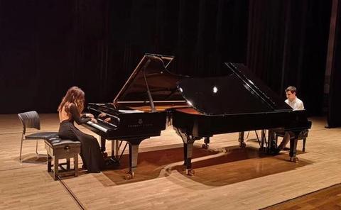 La ULE y Juventudes Musicales ofrecen un concierto de piano del dúo 'Antón y Mayte'