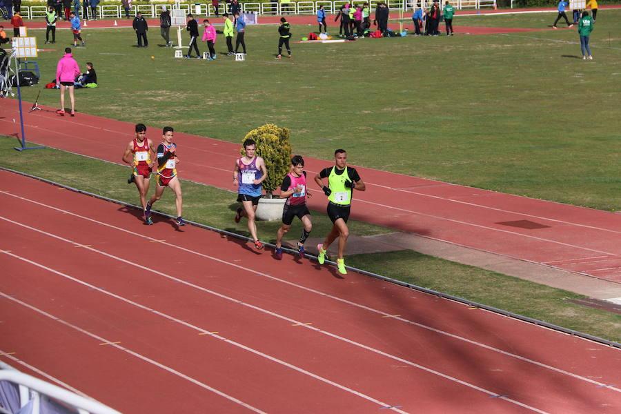 El atletismo desafía el frío en León