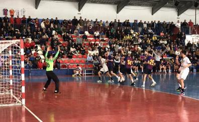 El Ademar, a la final de la Mini Copa eliminando al Barça de penalti con reloj a 'cero'