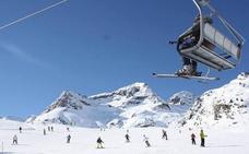 Las estaciones leonesas superaron los 4.100 esquiadores durante el primer fin de semana de abril