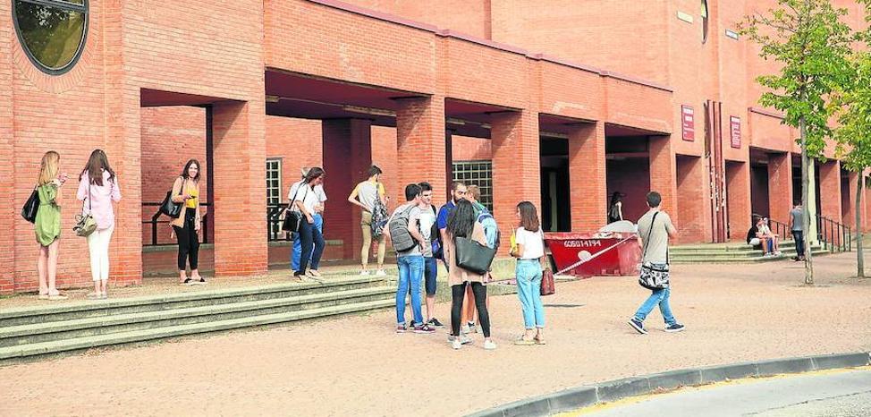 Universitarios con peor rendimiento que otros reciben cien euros más de beca