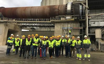 Cementos Cosmos recibe en Toral de los Vados a profesionales de los clústeres europeos de la minería y la industria
