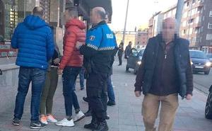 Dos policías fuera de servicio detienen a una mujer que acababa de robar en el interior de un piso