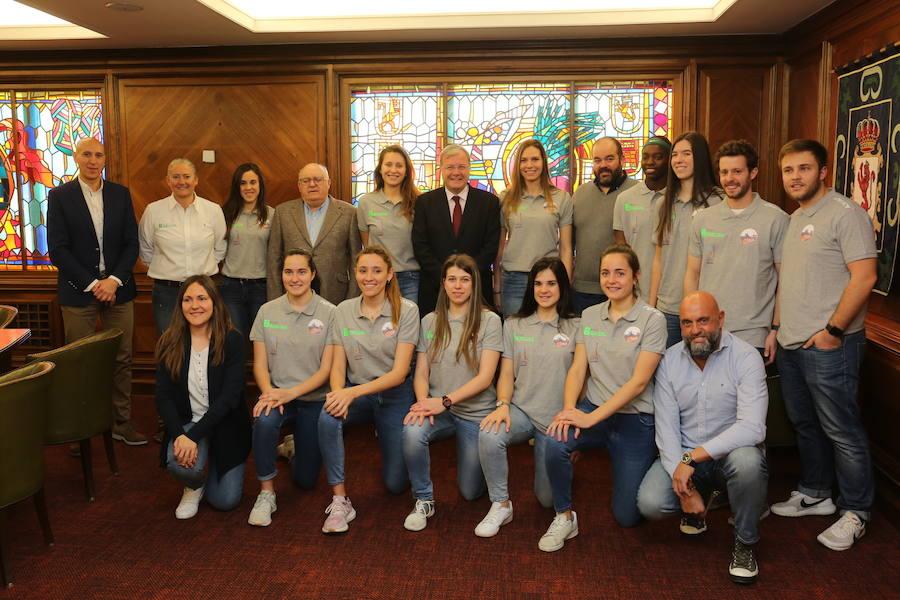 Recepción del Ayuntamiento de León al Aros Patatas Hijolusa